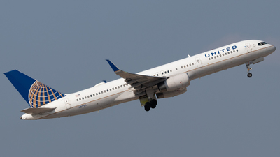 A picture of N57111 - Boeing 757224 - United Airlines - © Luke Ayers