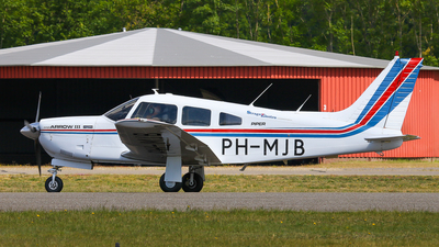 A picture of PHMJB - Piper PA28R201 - [28R7837227] - © BaszB