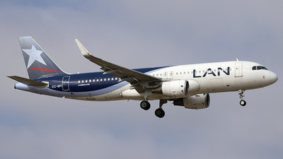 A picture of CCBFI - Airbus A320214 - LATAM Airlines - © Juan Manuel Temoche - SPJC Spotter