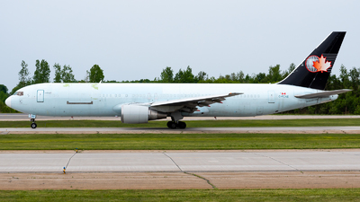 A picture of CFCAE - Boeing 767375(ER)(BDSF) - Cargojet Airways - © Kevin Sung