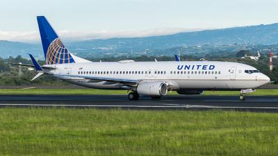 N76523 - Boeing 737-824 - United Airlines