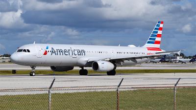 N582UW - Airbus A321-231 - American Airlines