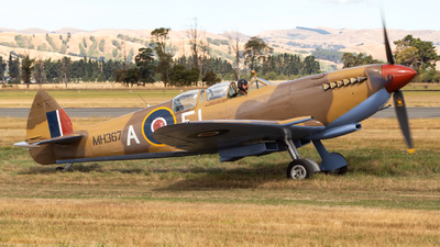 ZK-WDQ - Supermarine Spitfire Mk.IX - Private