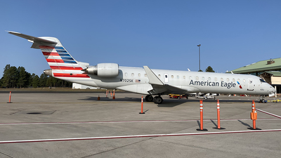 A picture of N702SK - Mitsubishi CRJ701ER - American Airlines - © Alexander Aston