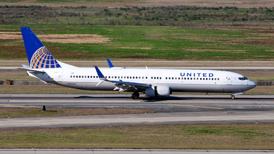 A picture of N35407 - Boeing 737924 - United Airlines - © Rocky Wang