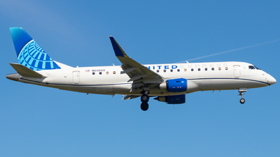 A picture of N606UX - Embraer E175LL - United Airlines - © Davin Amy