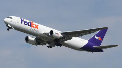 A picture of N113FE - Boeing 7673S2F(ER) - FedEx - © Luca Cesati