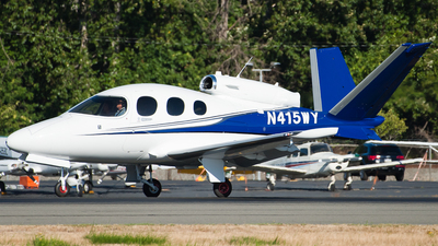 A picture of N415WY - Cirrus SF50 Vision - [0082] - © SpotterPowwwiii