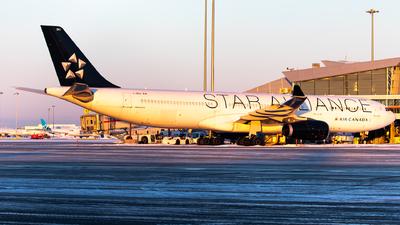 A picture of CGEGI - Airbus A330343 - Air Canada - © Hongyu Wang