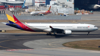 A picture of HL7792 - Airbus A330323 - Asiana Airlines - © Karson