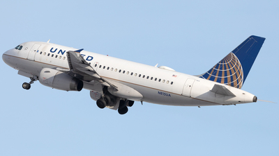 A picture of N815UA - Airbus A319131 - United Airlines - © Mike MacKinnon