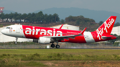 A picture of 9MAJJ - Airbus A320216 - AirAsia - © Hon Kit