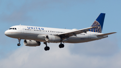 A picture of N424UA - Airbus A320232 - United Airlines - © Ben Underhill