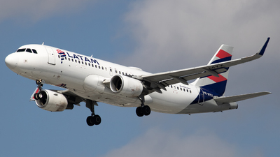 A picture of PRMYX - Airbus A320214 - LATAM Airlines - © Felipe Oliveira - oliver_spotting