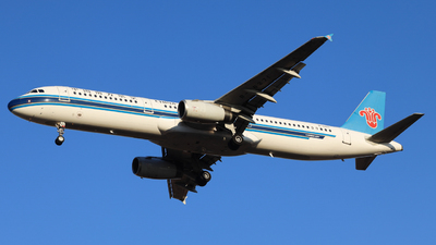 A picture of B6271 - Airbus A321231 - China Southern Airlines - © Charlie-Aviationphotography