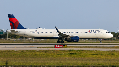 A picture of N319DN - Airbus A321211 - Delta Air Lines - © John Mageropoulos