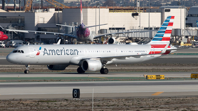 A picture of N410AN - Airbus A321253NX - American Airlines - © Yixin Chen