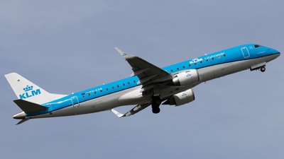 A picture of PHEXB - Embraer E190STD - KLM - © Alexander Jeglitsch