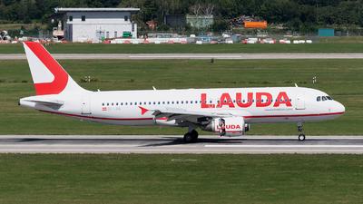 A picture of OELOQ - Airbus A320214 - Laudamotion - © Sebastian Thiel