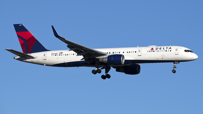 A picture of N6714Q - Boeing 757232 - Delta Air Lines - © Mark Szemberski