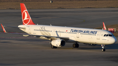 A picture of TCJSO - Airbus A321231 - Turkish Airlines - © Mathias Moeri