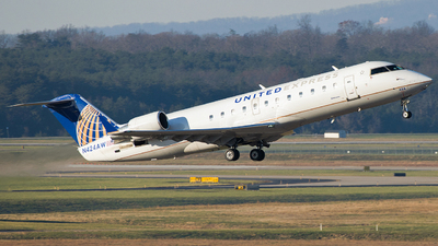 A picture of N424AW - Mitsubishi CRJ200LR - United Airlines - © Gautham Kurup