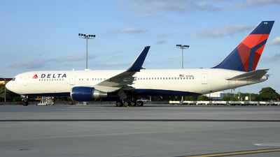 A picture of N155DL - Boeing 7673P6(ER) - Delta Air Lines - © Agustin Anaya