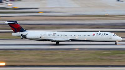 N925DL - McDonnell Douglas MD-88 - Delta Air Lines