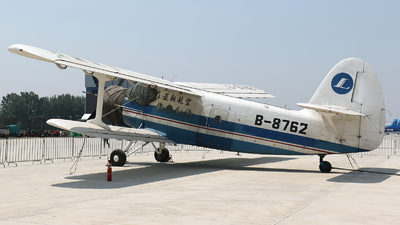B-8762 - Shijiazhuang Y-5B - Lanxiang Aviation