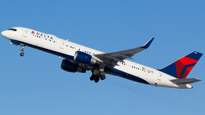 A picture of N658DL - Boeing 757232 - Delta Air Lines - © Alec Mollenhauer