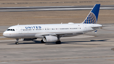 A picture of N451UA - Airbus A320232 - United Airlines - © Yixin Chen