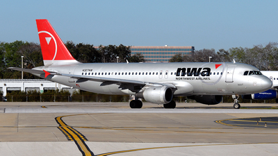 N327NW - Airbus A320-211 - Northwest Airlines