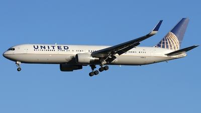 A picture of N684UA - Boeing 7673CB(ER) - United Airlines - © AL-Alan Lebeda