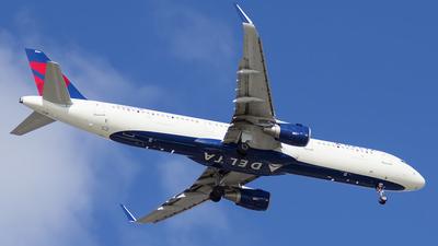 N304DN - Airbus A321-211 - Delta Air Lines