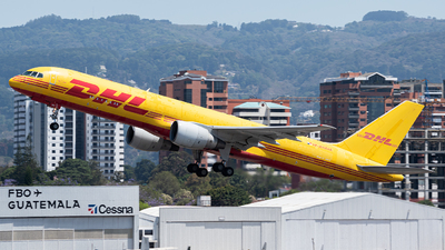 A picture of HP2010DAE - Boeing 75727A(PCF) - DHL - © Juan Manuel Galvez