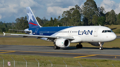 A picture of CCBFD - Airbus A320214 - LATAM Airlines - © Jorge Saenz