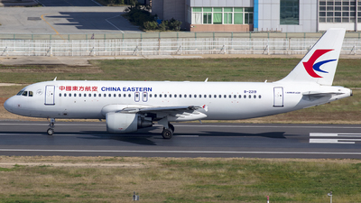 A picture of B2219 - Airbus A320214 - China Eastern Airlines - © Eric Wang
