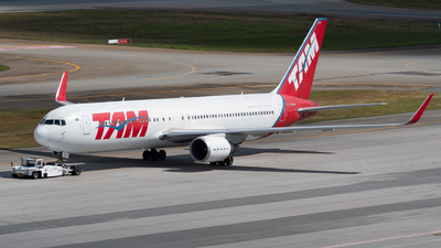 A picture of PTMSW - Boeing 767316(ER) - LATAM Airlines - © danilosantos