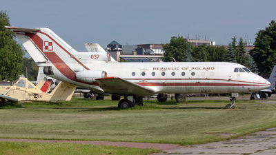 037 - Yakovlev Yak-40 - Poland - Air Force