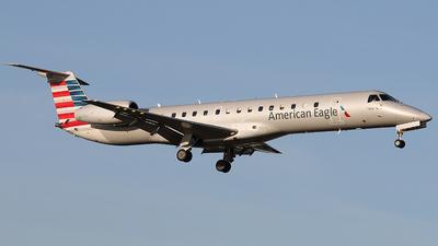 A picture of N647AE - Embraer ERJ145LR - American Airlines - © Joe Osciak