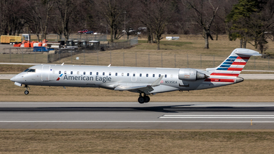 A picture of N535EA - Bombardier CRJ702ER - American Airlines - © Yan777