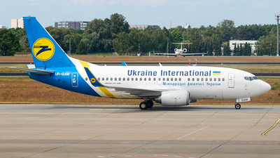 UR-GAW - Boeing 737-5Y0 - Ukraine International Airlines