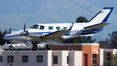 N8831 - Beechcraft B60 Duke - Private