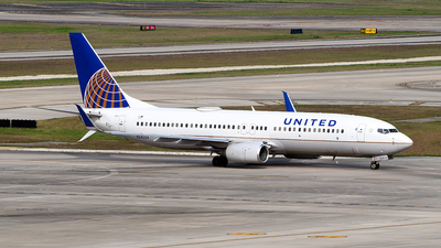 A picture of N24224 - Boeing 737824 - United Airlines - © Rocky Wang