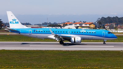A picture of PHEXA - Embraer E190STD - KLM - © Carlos Miguel Seabra