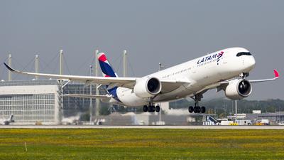 A7-AMD - Airbus A350-941 - Qatar Airways (LATAM Airlines)