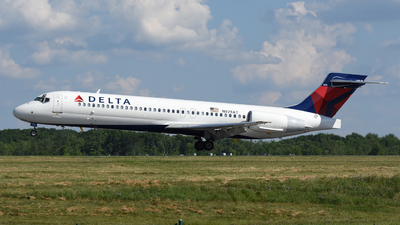 A picture of N929AT - Boeing 717231 - Delta Air Lines - © DJ Reed - OPShots Photo Team
