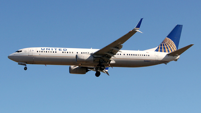 A picture of N68807 - Boeing 737924(ER) - United Airlines - © toyo_69pr