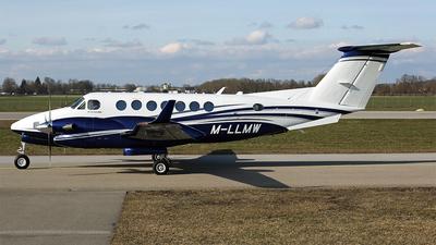M-LLMW - Beechcraft B300 King Air 350 - Gama Aviation