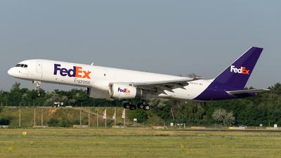 A picture of N915FD - Boeing 757236(SF) - FedEx - © Horváth Gábor
